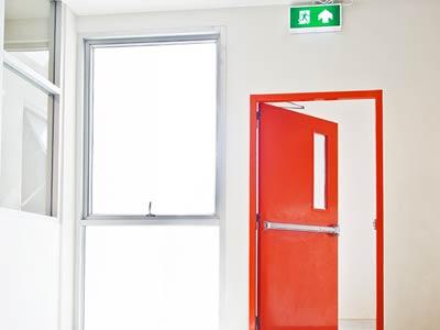 Drzwi antypaniczne - jak to działa, wymagania, przepisy