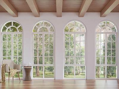 Okna łukowe - jak połączyć estetykę z funkcjonalnością?