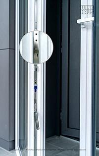 Drzwi balkonowe dwuskrzydłowe z przekładnią przystosowaną do montażu zatrzasku balkonowego BK Winkhaus