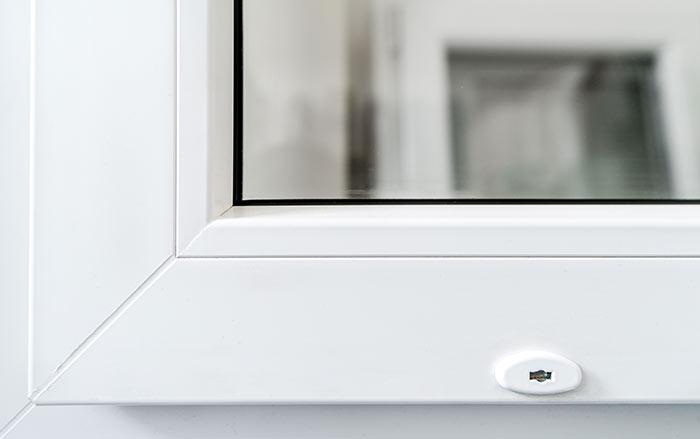 Zamek okienny DS uniemożliwia pełne otwarcie okna przy zachowaniu funkcji uchylania